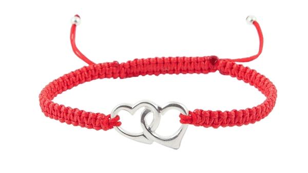 Гривна с червен конец и сребърни сърца