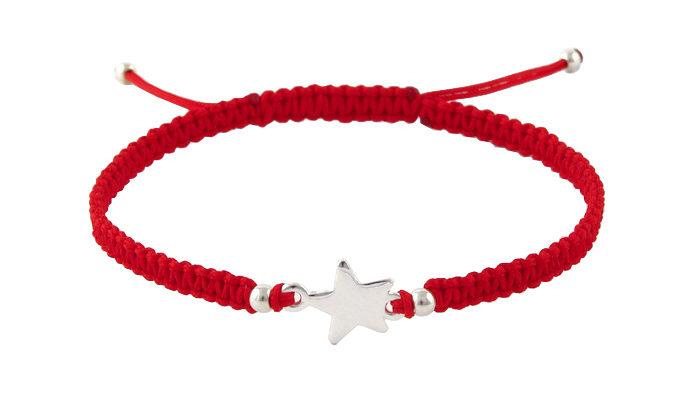 Гривна с червен конец и сребърна звезда
