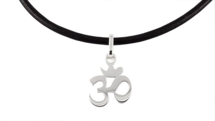 Сребърен медальон със символ ОМ