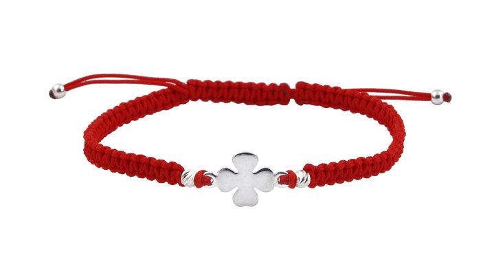 Гривна с червен конец и сребърна детелина